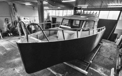 Oklejanie łodzi aluminiowej folią carbon
