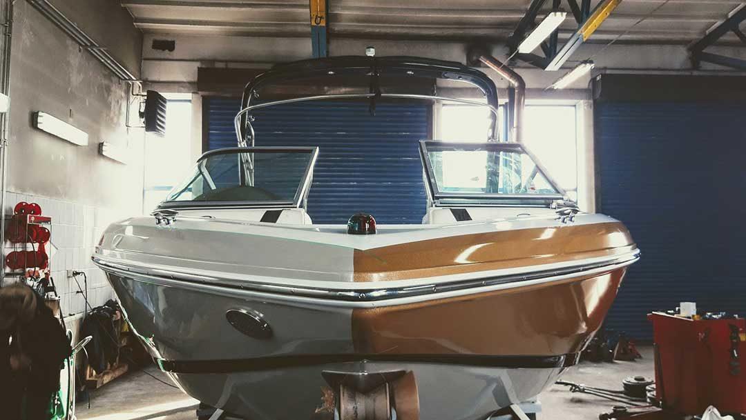 Oklejanie łodzi Regal 2100